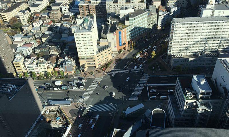 文京シビックセンター展望ラウンジから真下を見た写真