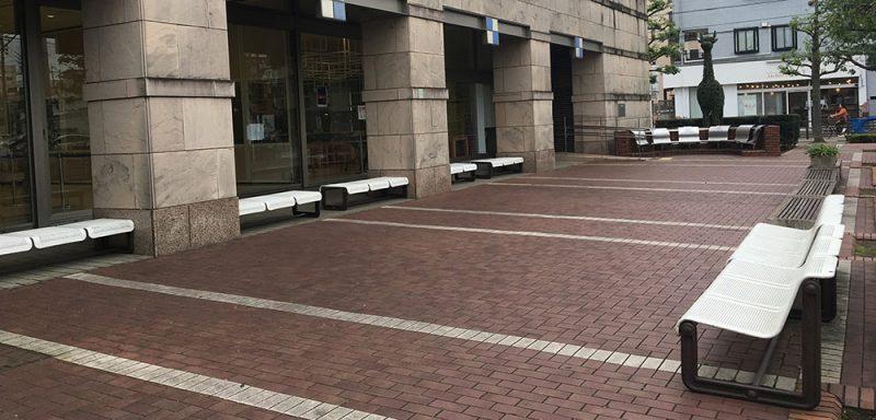 ギャラクシティ外のベンチ