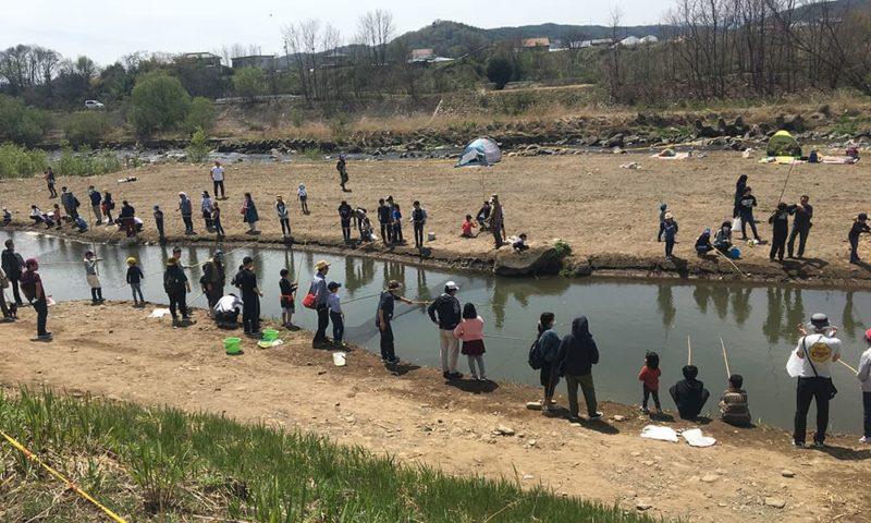 魚釣り体験の釣り池