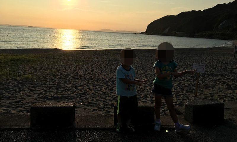 夕陽をバックに記念撮影撮影