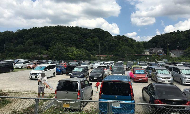 訪れた日の駐車場の様子。時間は13時20分。