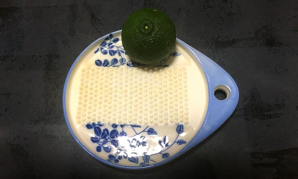 我が家のおろし皿と青柚子