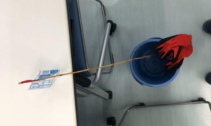 貸し出しの釣竿とバケツと手袋。網とトングもありました