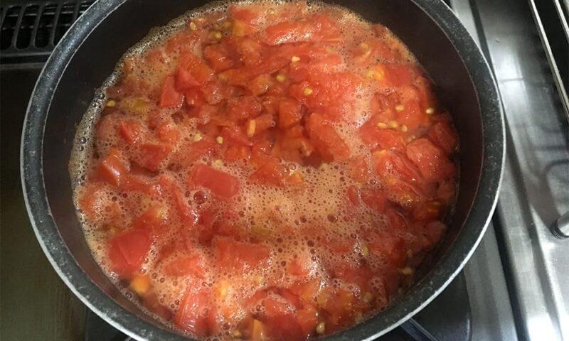 20分ほど弱火で煮たトマト