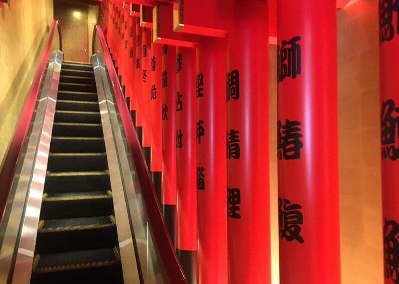 2階フロアに続くエスカレーター部分