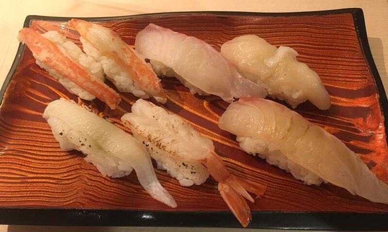 ズワイガニ2貫、タイ、ほたて、あぶりエンガワ、あぶり赤えび、鯛づけ