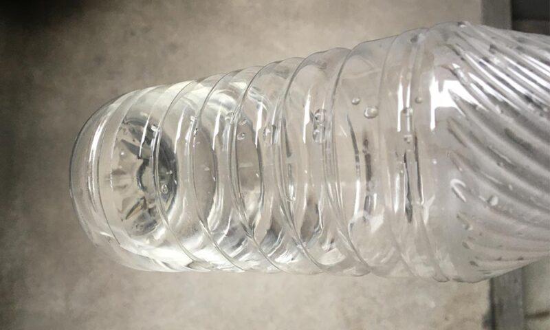 ペットボトルに熱湯を入れたところ