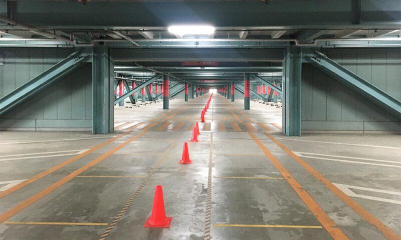 ディズニーシーの立体駐車場の1階部分