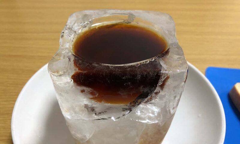 氷の器試作品にアイスコーヒー
