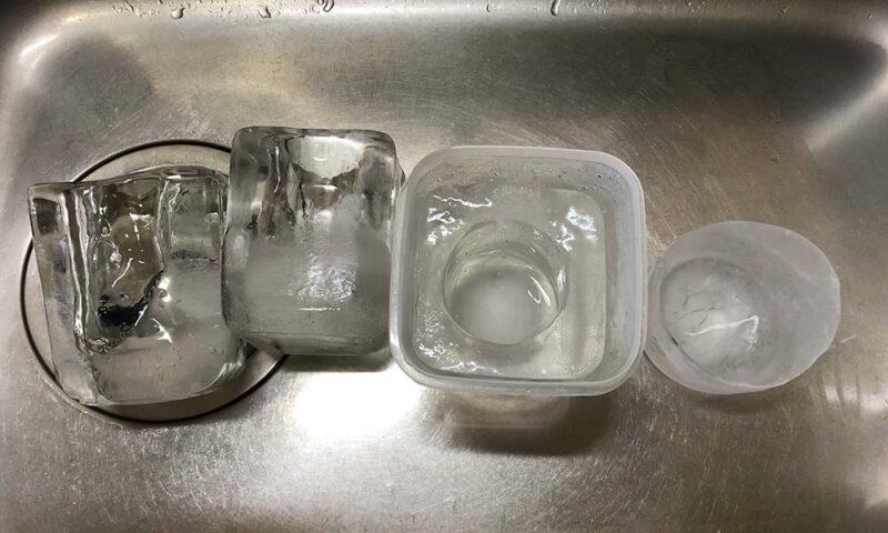 冷凍庫に入れてあった氷の器の試作品の数々