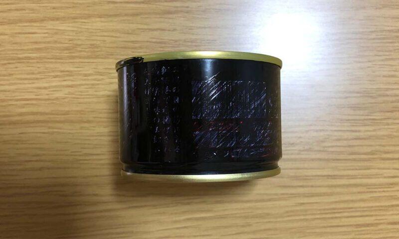 いわしの缶詰を黒く塗りつぶす